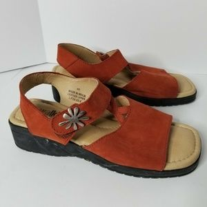Walking Co Sandals, Amber Leather Women's Size 9